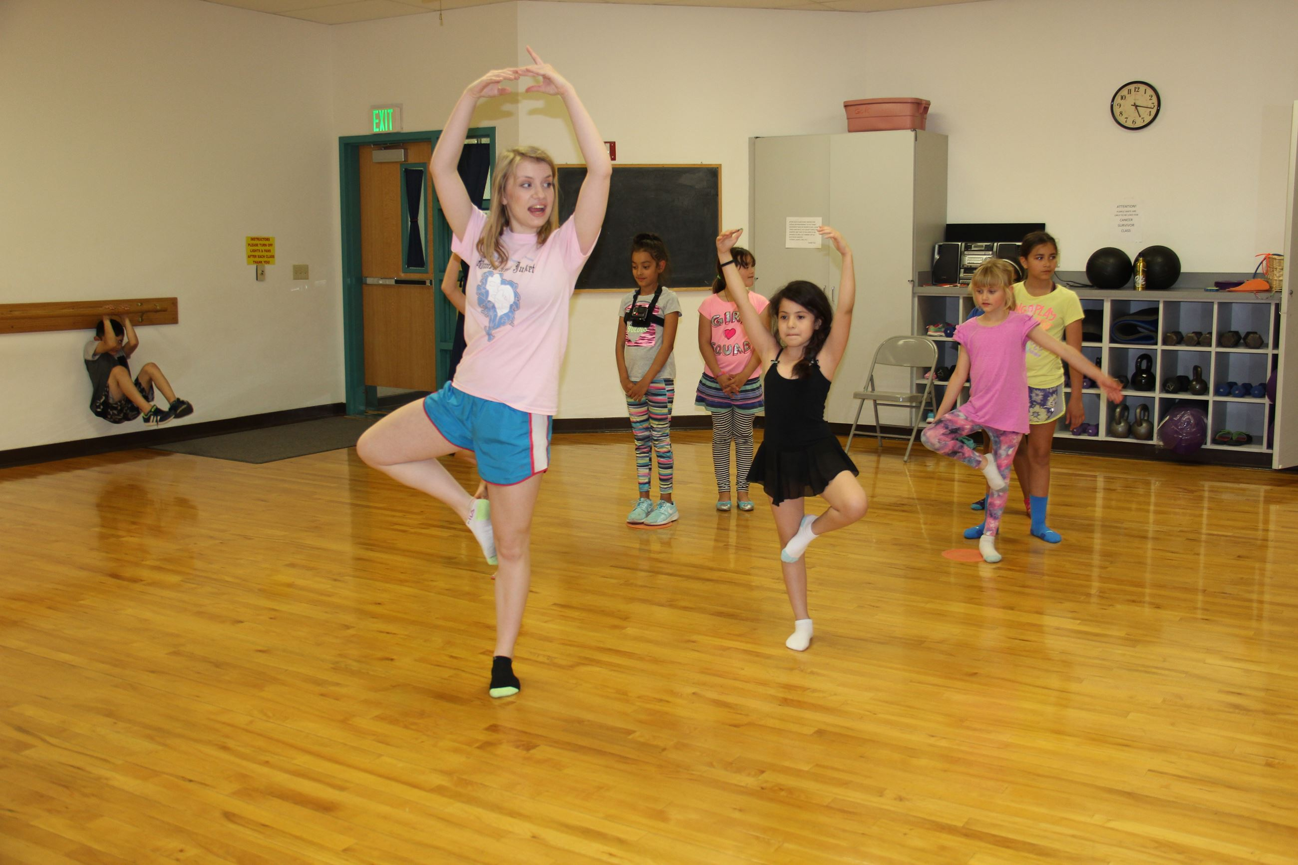 Little girls in youth dance class